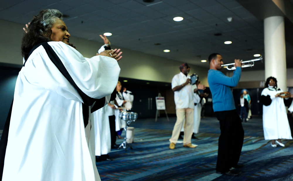 Gospel music played after the opening keynote at NPC10 in New Orleans. APA photo by Joe Szurszewski.