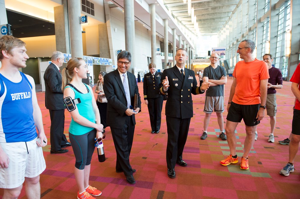 At NPC14 in Atlanta, Acting U.S. Surgeon General Boris Lushniak stopped and chatted with a group of runners. APA photo by Joe Szurszewski.