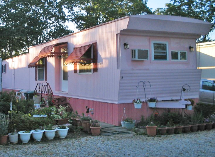 Figure 2a. Mobile housing. Photo by Flickr user BEV Norton (CC BY-NC-ND 2.0).