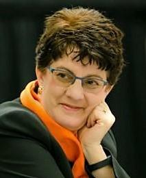 Paula Loomis headshot