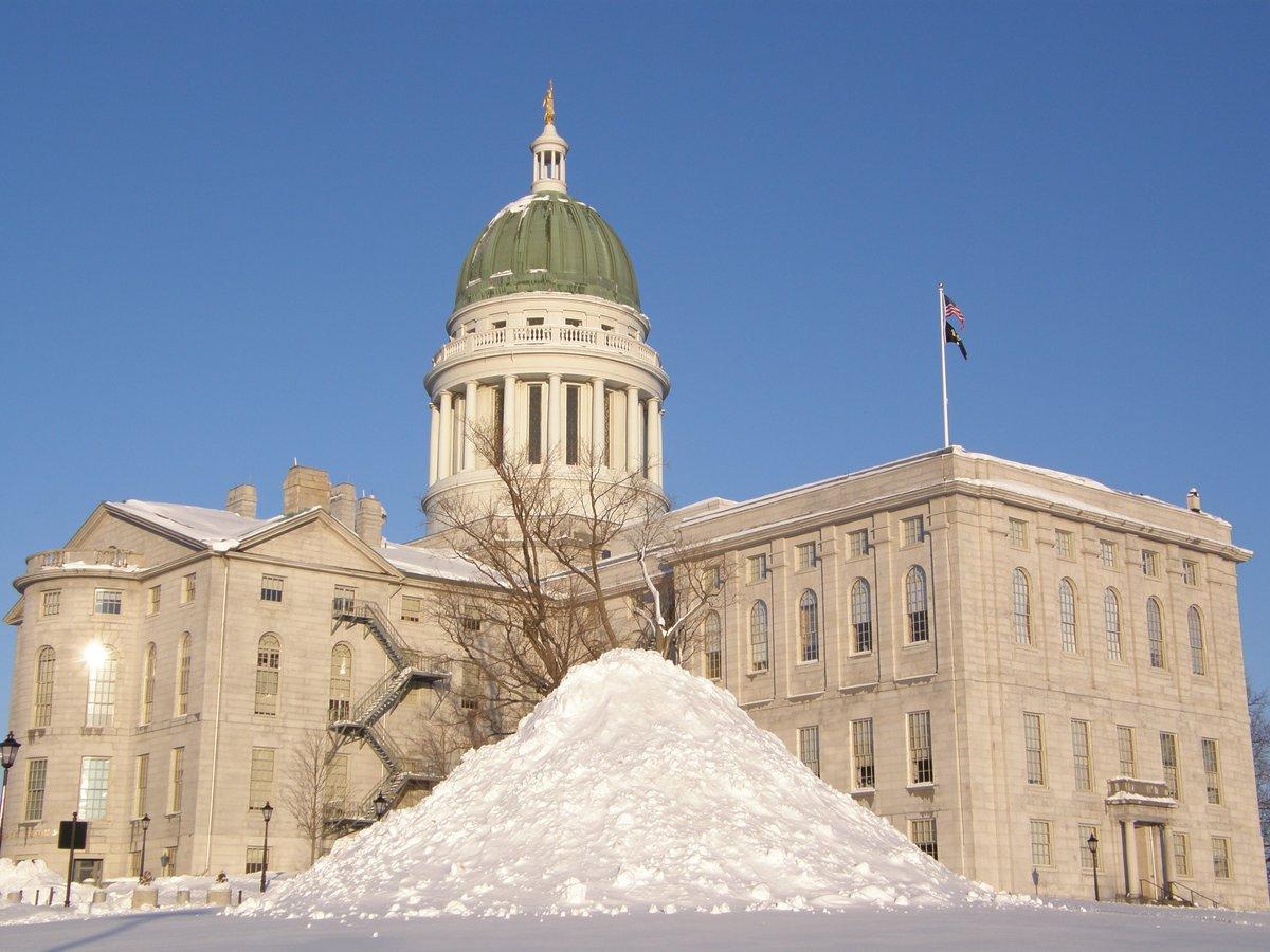 ME-statehouse-winter