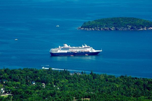 """Cruise Ship"" by massmatt is licensed under CC BY-NC-SA 2.0"