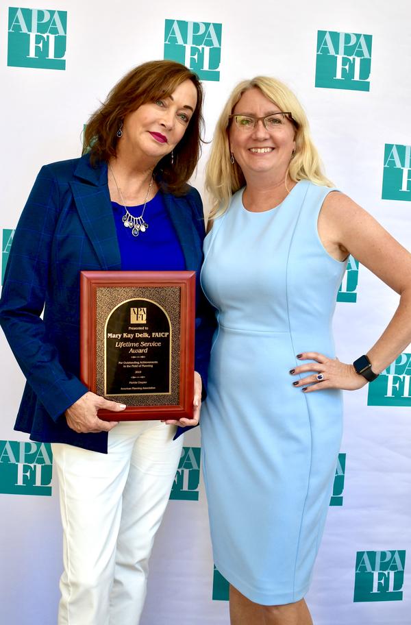Mary Kay Delk, FAICP receives the APA Florida Lifetime Achievement Award